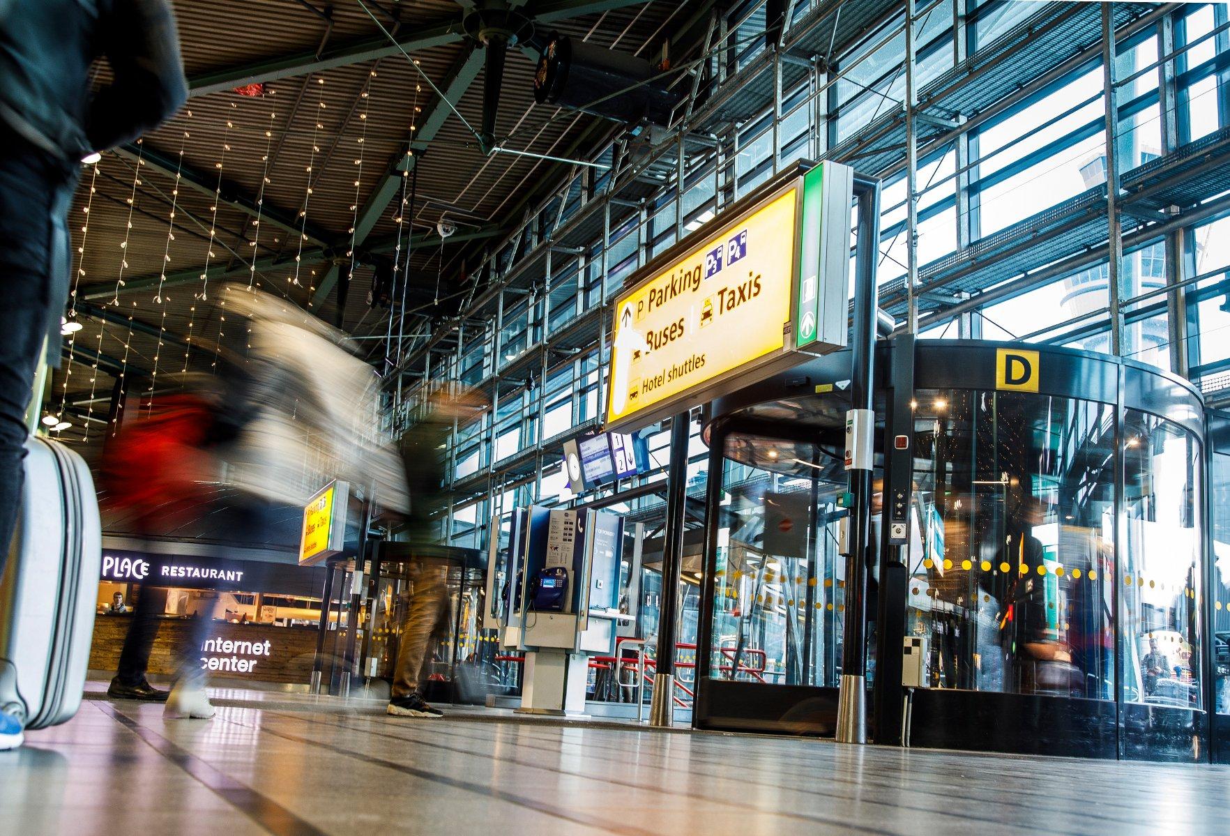 Eingangslösungen von Boon Edam kommen weltweit unter anderem in Bahnhöfen oder öffentlichen Einrichtungen und Gebäuden zum Einsatz.