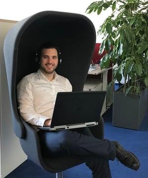 Consultant Jonas Hindl im Eplan Büro in München