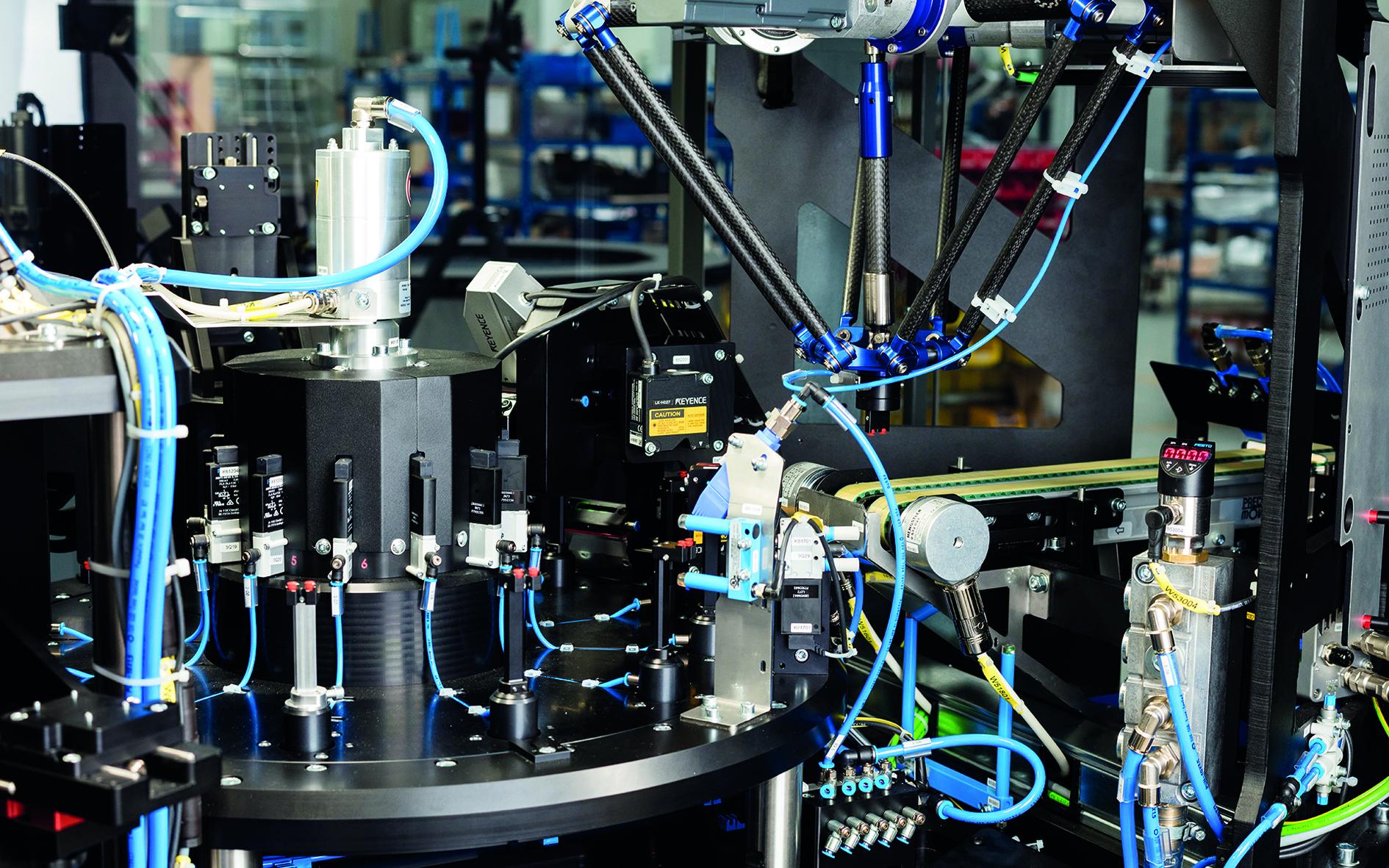 Die Anlagen der esmo AG prüfen Bauteile in kürzester Zeit.
